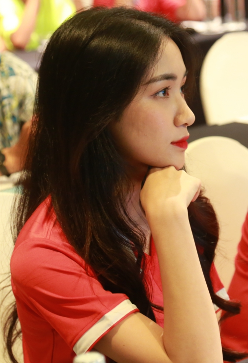 Hòa Minzy xuất hiện tại sự kiện sau scandal.