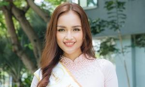 Hoa hậu Ngọc Châu rạng rỡ về trường cũ dự khai giảng