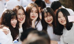 Khai giảng - ngày khoe vẻ xinh tươi của các hot girl trường học