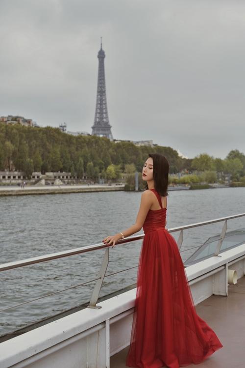 Quỳnh Anh Shyn sang chảnh hút hồn tại show thời trang ở Paris - 1