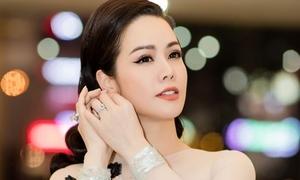 Nhật Kim Anh khoe khéo nhẫn kim cương tỷ đồng