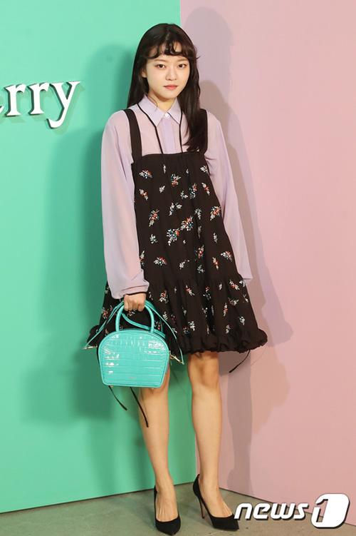 Nữ diễn viên Go Ah Sung xuất than là diễn viên nhí, là ngôi sao được yêu thích ở mảng điện ảnh.