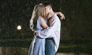Châu Bùi - Decao hôn nhau đắm đuối trong MV 'Thanh xuân' của Da LAB