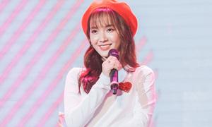 'Thánh nữ Bolero' Jang Mi xinh như búp bê hát hit 'Duyên phận'