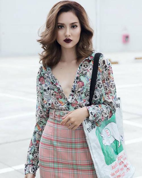 Tóc xoăn ombre màu nâu thời thượng của Fung La được nhiều người hâm mộ lấy làm hình mẫu khi ra salon.