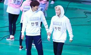 Những khoảnh khắc tương tác đáng yêu của BTS và EXO