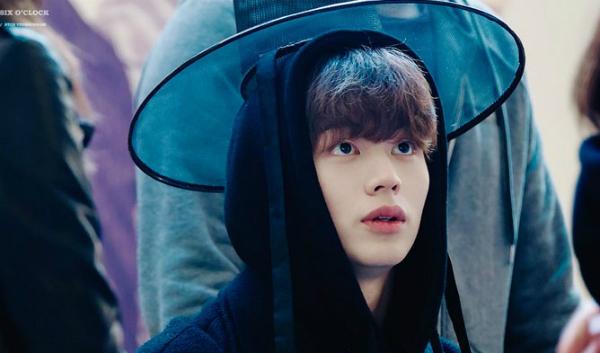 Yook Sung Jae là một trong những idol chuyển hướng thành công sang làm diễn viên. Tuy nhiên, thành viên BTOB chưa từng thử sức với dòng phim cổ trang. Mỗi lần nam ca sĩ mặc hanbok, đội mũ chóp cao đều khiến các fan trầm trồ và cho rằng Sung Jae sẽ rất hợp với dòng phim này.