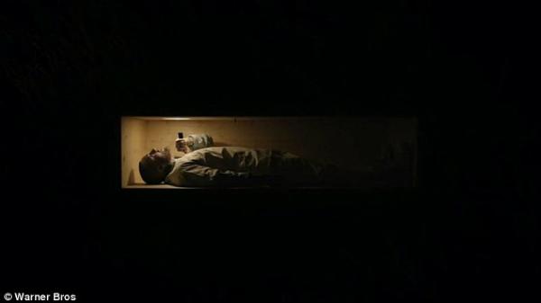 MV Self Carera mắt hồi tháng 7 năm nay có phần hình ảnh khắc họa Mac Miller nằm trong quan tài đọc rap.