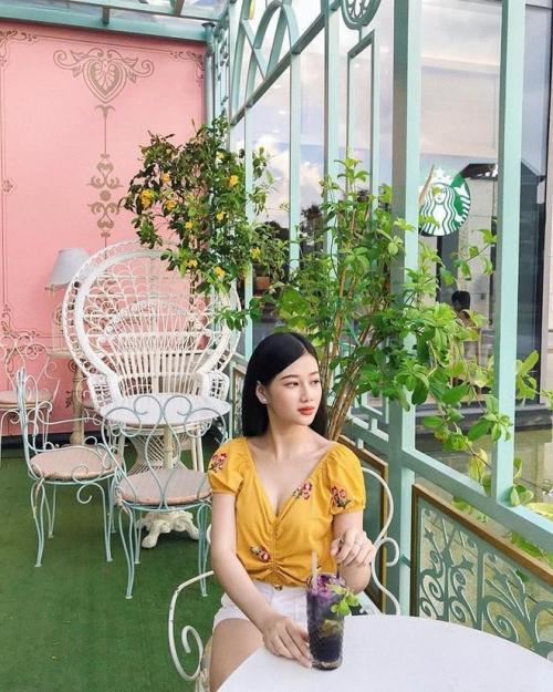 Cô gái này tên Như Phương, sinh năm 1996, hiện là người mẫu tự do.