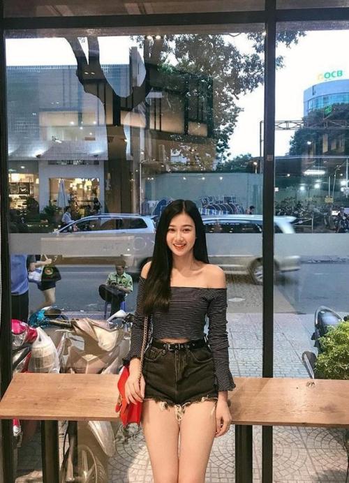Cô từng là thí sinh lọt vào top 18 thí sinh nổi bật cuộc thi Miss Teen 2017.
