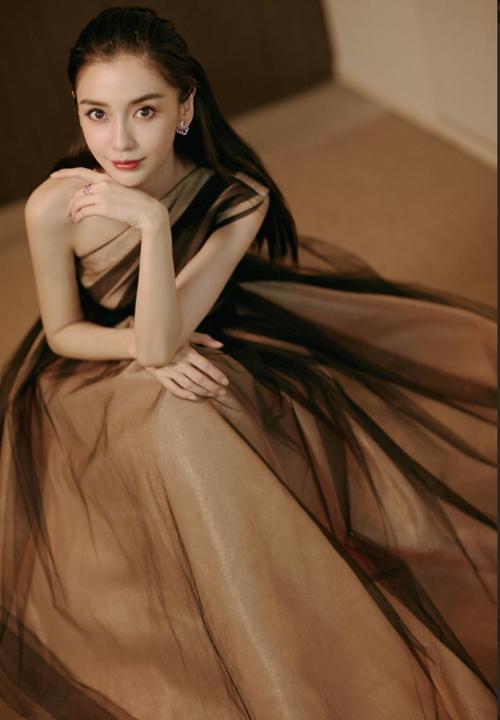 Triệu Vy, Angelababy lộ dung nhan khác biệt giữa ảnh tự chụp và bị chụp - 5
