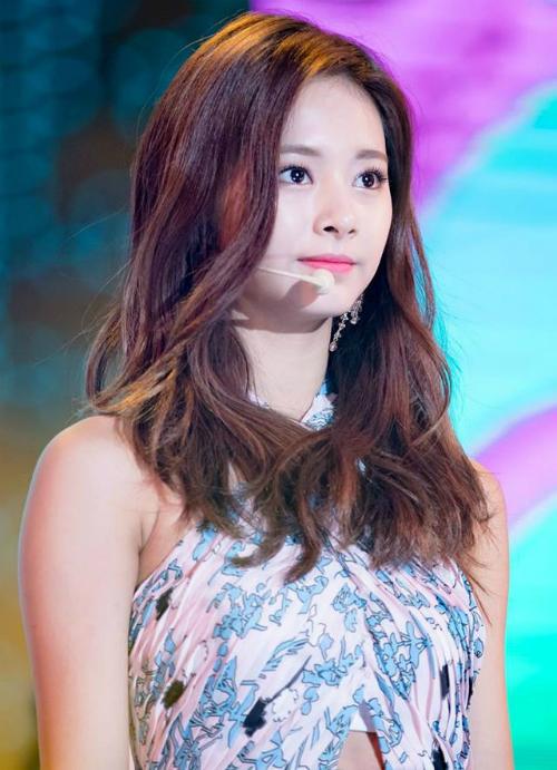 5 nữ idol lọt top tìm kiếm khi mới debut: Người tạo xu hướng, kẻ bị mỉa mai - page 2 - 2