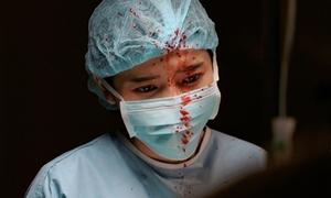 Cao Thái Hà rùng mình đóng cảnh máu me trong 'Hậu duệ Mặt trời'