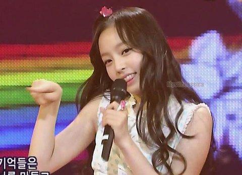 5 nữ idol vào top tìm kiếm khi mới debut: Người tạo xu hướng, kẻ bị mỉa mai - 6