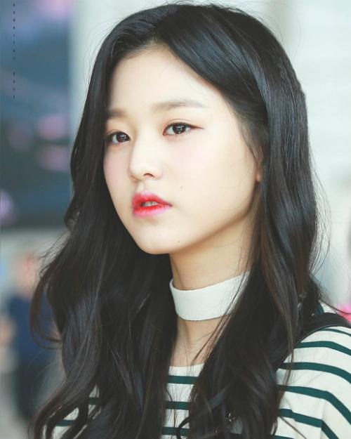 5 nữ idol lọt top tìm kiếm khi mới debut: Người tạo xu hướng, kẻ bị mỉa mai - page 2 - 4