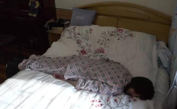Khi đã buồn ngủ thì sao Cbiz cũng chẳng màng hình tượng (2) - 2