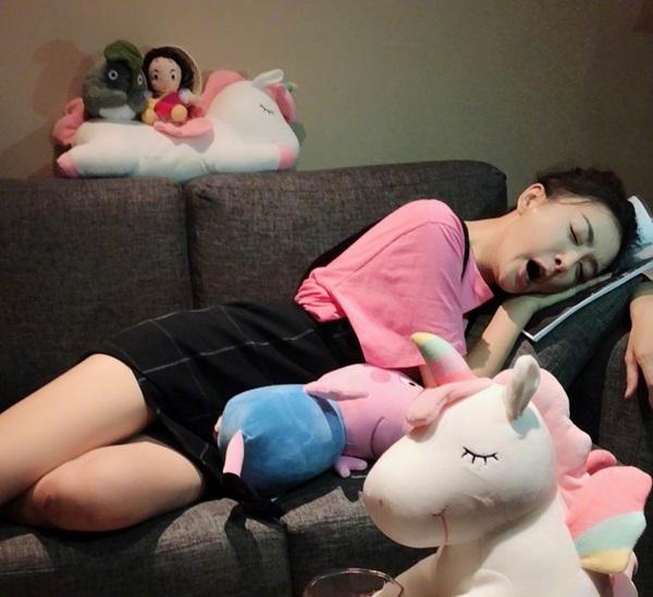 Khi đã buồn ngủ thì sao Cbiz cũng chẳng màng hình tượng (2) - 5
