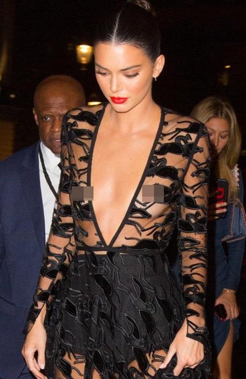 Tối 11/9, người mẫu Kendall Jenner xuất hiện tại nhà hát Opera Garnier, Paris dự lễ kỷ niệm 70 năm thành lập thương hiệu Longchamp.