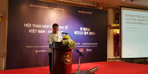 Chủ tịch SM Lee So Man tại hội thảo ngày 11/9.