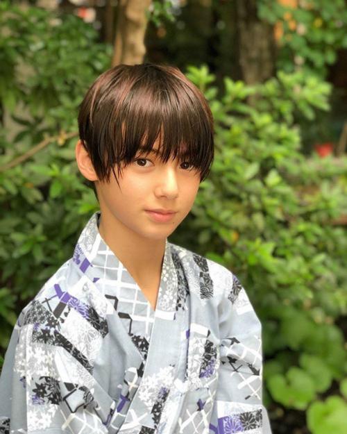 Cậu bé lai Đức - Nhật nếu debut hội chị em chỉ có nước xin chết