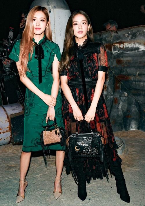 Trước đó, Ji Soo và Rosé cũng tham dự một sự kiện tại Tuần lễ thời trang New York ngày 11/9.