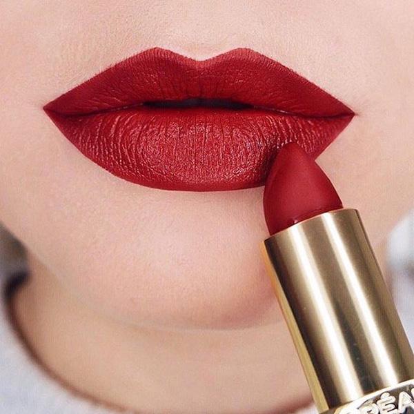 Trong số những tông đỏ cuốn hút, màu 349 Paris Cherry nổi lên như một màu son nhất định phải có của mọi cô nàng. Sắc độ đỏ không quá trầm cũng không quá tươi phù hợp với mọi tông da là điểm cộng đáng kể.