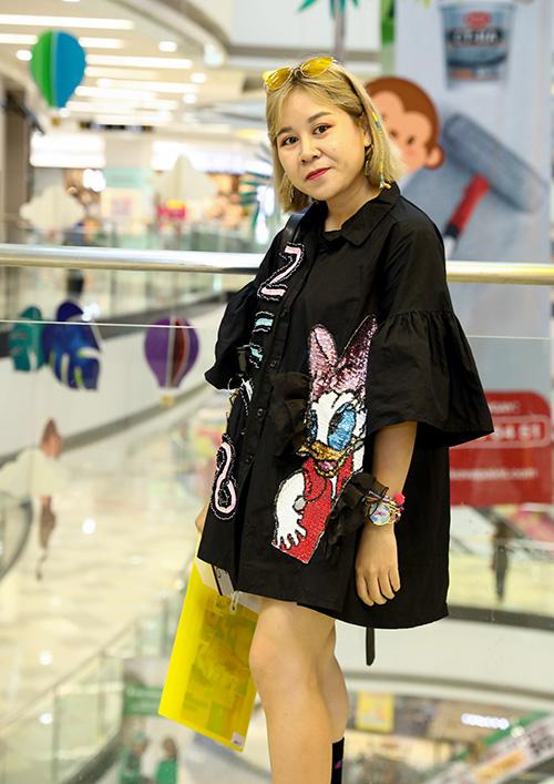 Phí Phương Anh chặt chém với váy tụt, áo màu chóe - 7