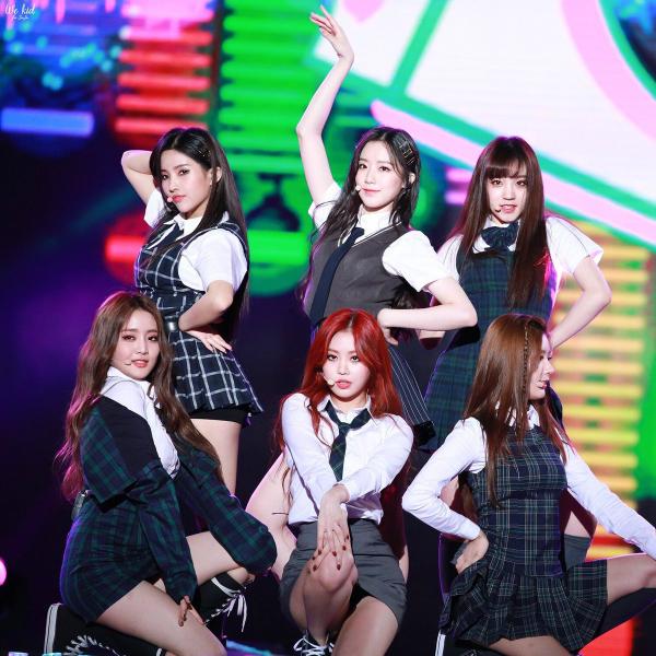 Debut hồi tháng 5/2018, (G)i-dle, girlgroup mới của Cube, đã trở thành tân binh nổi như cồn tại thời điểm hiện tại. Nếu như leader So Yeon được ví là CL phiên bản trẻ tuổi thì Soo Jin lại được khán giả bình chọn là người xứng đáng thừa kế danh hiệu hậu duệ Hyun Ah.