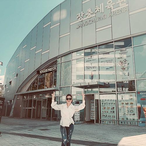 Thông tin Mỹ Tâm sẽ làm live concert đầu tiên mang tên Mối tình đầu Mỹ Tâm - 1st tại Hàn Quốc vào 20/10 đang khiến fan chờ đón. Địa điểm diễn ra đêm nhạc tại sân vận động Jangchung, Seoul.