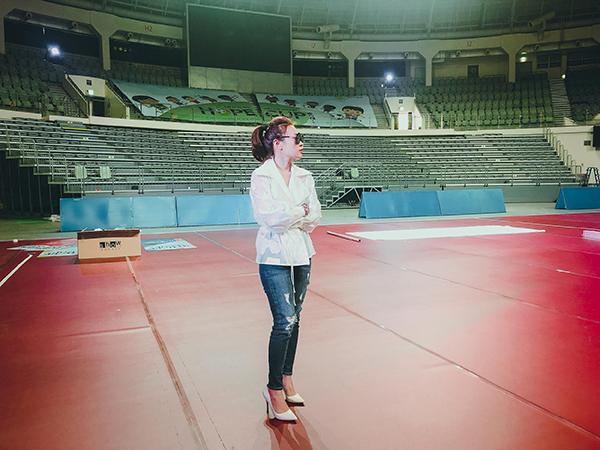 Tối 9/9 vừa qua, Mỹ Tâm xuất hiện trong đêm nhạc A.M.N. Big Concert diễn ra tại quảng trường văn hóa Sangam DMC (Seoul) thu hút sự quan tâm. Nữ ca sĩ đã hát Người hãy quên em đi bằng phiên bản tiếng Hàn gây bất ngờ cho nhiều khán giả. Để đáp lại tình cảm đó, nữ ca sĩ quyết định phát hành ca khúc này bằng tiếng Hàn tại xứ sở kim chi trong thời gian tới như một món quà tinh thần dành tặng người hâm mộ.