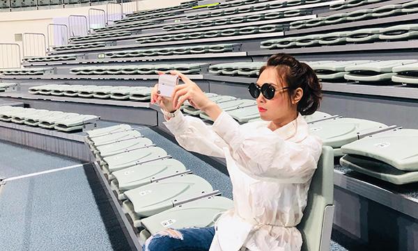 Để đảm bảo cho người hâm mộ kịp chuẩn bị các thủ tục xin visa sang Hàn xem liveshow, cô đã quyết định dời lại lịch hơn một tháng. Việc phát hành vé chính thức sẽ được mở booking vào ngày 28/9. Tất cả khán giả ở khắp nơi đều có thể đăng ký mua vé và nhận code để đến tham dự concert.
