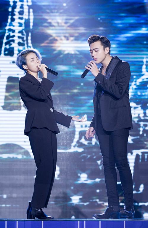Bộ đôi HLV Giọng hát Việt nhí Vũ Cát Tường - Soobin Hoàng Sơn. Họ còn gây chú ý khi kết đôi trong ca khúc Yêu xa tặng khán giả.