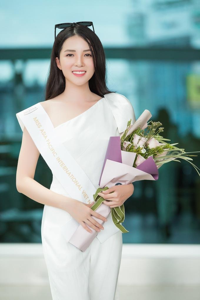 <p> Thúy Vi sinh năm 1993, cao 1,65m, nặng 49kg, số đo ba vòng 84-60-89 cm. Cô từng lọt vào top 40 Hoa hậu Việt Nam 2016.</p>