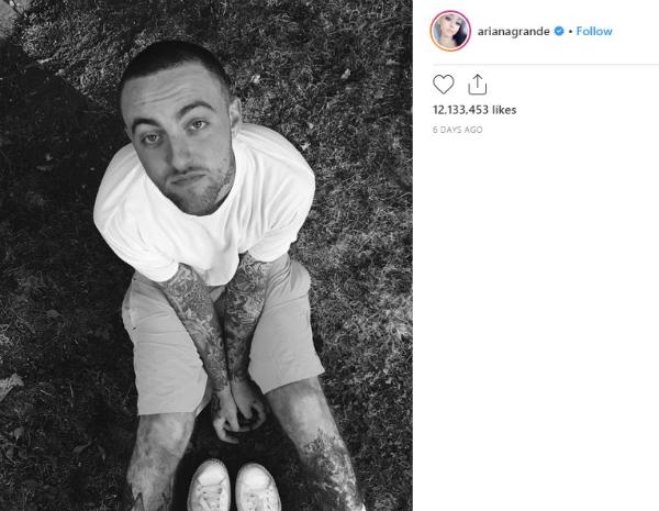 6 ngày trước, Ariana đăng ảnh đen trắng của Mac Miller lên Instagram.