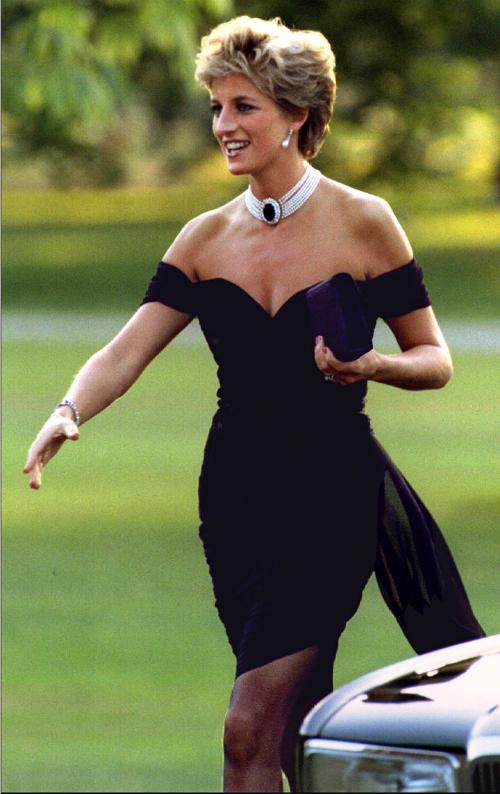 Diana và trang phục dự tiệc đã trở thành bất hủ.
