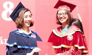 Trước một ngày kết thúc nhiệm kỳ hoa hậu, Mỹ Linh nhận bằng đại học