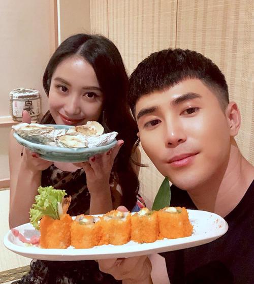 Jun Vũ và Will khoe ảnh đi ăn đồ Nhật cùng nhau.