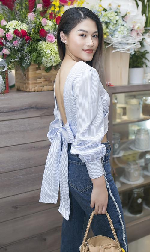 Diễn viên Ngọc Thanh Tâm diện thiết kế khoe trọn lưng trần gợi cảm và vòng eo con kiến.