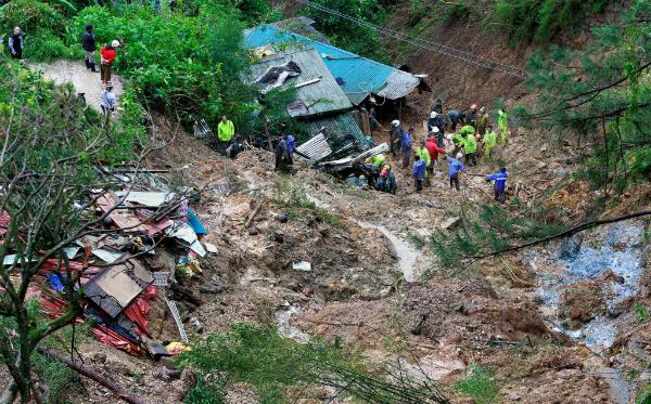 Hãng tin AP dẫn thông báo từ cơ quan Cảnh sát Quốc gia Philippines cho biết, ít nhất 64 người đã thiệt mạng vì lở đất hoặc vì lũ lụt sau. Ước tính khoảng 5-6% GDP nước này đã bị thiệt hại sau khi bão Mangkhut càn quét.