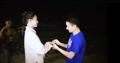 Vẻ gợi cảm của hot girl vừa được Phan Mạnh Quỳnh cầu hôn