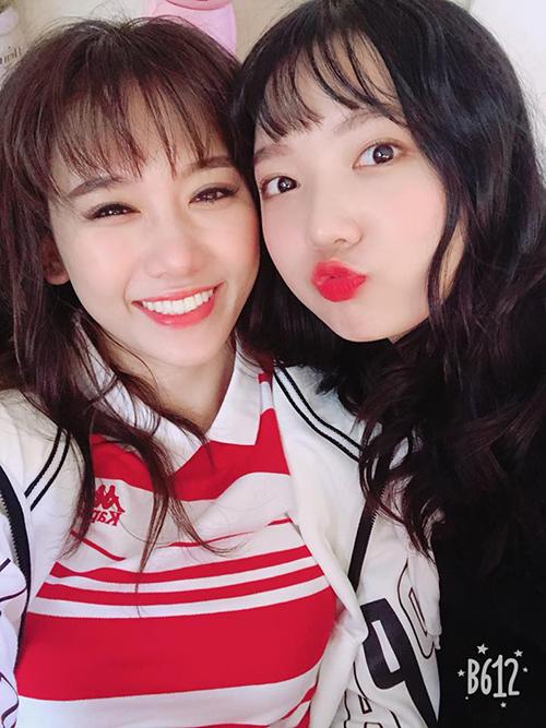 Hari Won nhí nhảnh bên cô em gái ngày càng xinh đẹp, ra dáng hot girl.