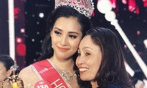 Mẹ Hoa hậu Trần Tiểu Vy bảo vệ con gái khi bị chê ứng xử lúng túng