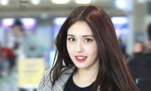 Somi khoe thần thái khi biểu diễn solo ở Music Bank