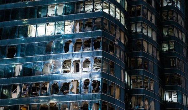Cửa kính tại một trung tâm thương mạingày 16/9 sau khi bão Mangkhut càn quét qua Hong Kong.