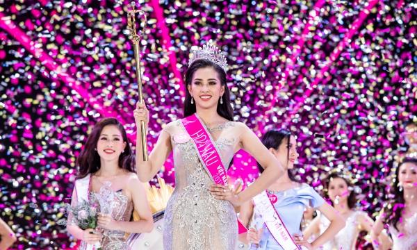 Khoảnh khắc Tiểu Vy đăng quang Hoa hậu Việt Nam 2018.