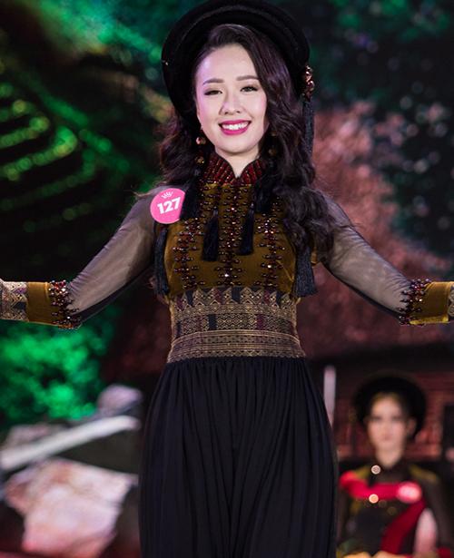 Nữ sinh được mệnh danh là bản sao Hoa hậu Ngô Phương Lan còn có câu chuyện giảm cân truyền cảm hứng.Trước khi thi Hoa hậu Việt Nam 2018, Hà My đã nỗ lực giảm 20 kg.