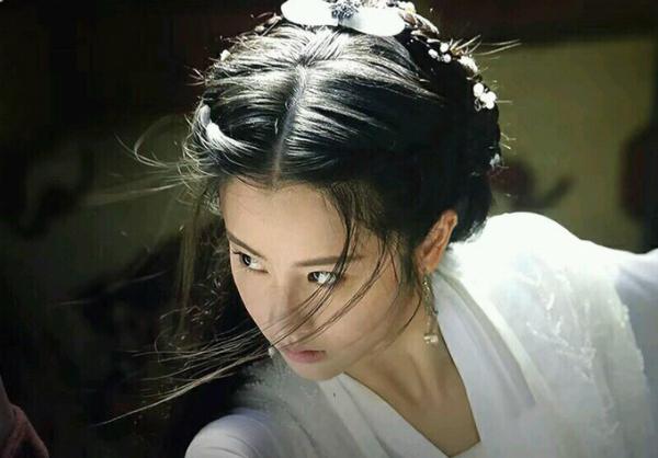 Tiểu Long Nữ phiên bản 2018 được khen xinh đẹp nhưng giống Lưu Diệc Phi quá.
