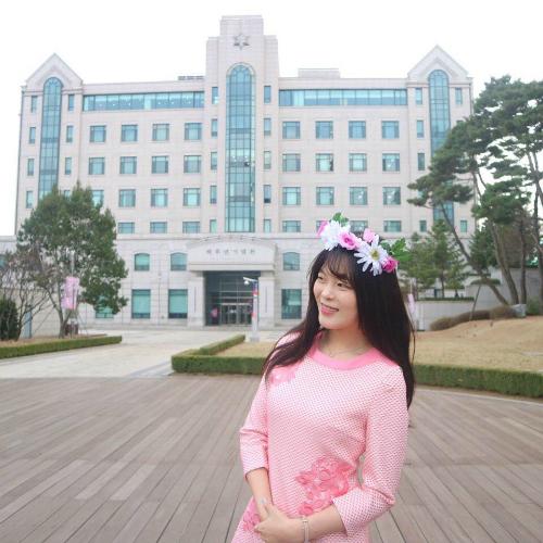 Nữ sinh 20 tuổi trong đoàn tháp tùng Tổng thống Hàn đến Bình Nhưỡng là ai? - page 2 - 2
