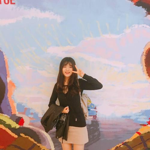Nữ sinh 20 tuổi trong đoàn tháp tùng Tổng thống Hàn đến Bình Nhưỡng là ai? - page 2 - 3