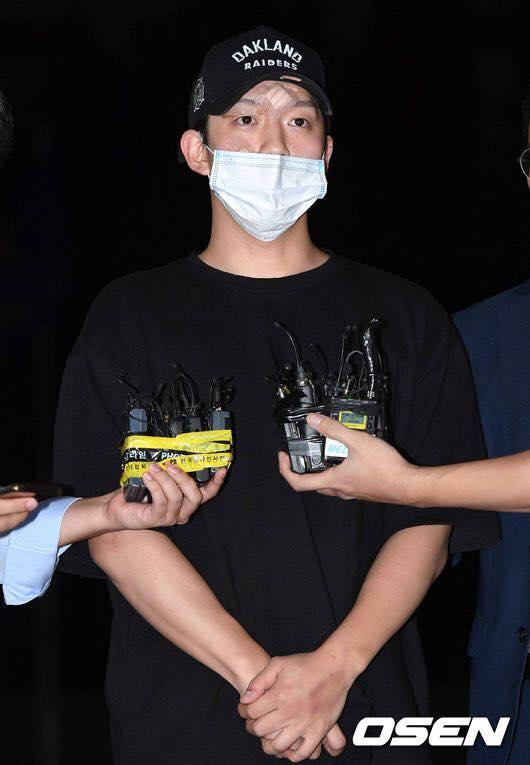 Tối 17/9, Choi Jong Bum, bạn trai cũ Goo Hara đã có mặt tại Sở Cảnh sát Gangnam cùng luật sưđể tham gia thẩm vấn.